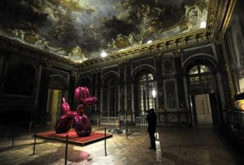 Jeff_koons_versailles_dog