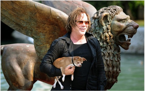 Mickey_rourke_dog_loki