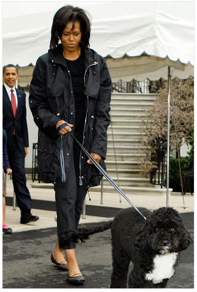 Michelle_obama_walks_bo