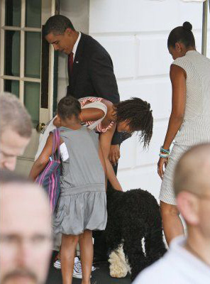 Obama_family_vacation_bo_2