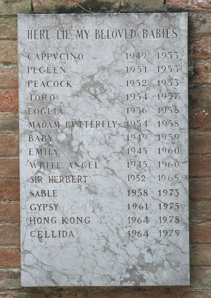 Peggy_guggenheim_dogs_plaque