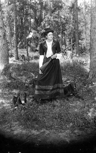 Woman_with_gun_dogs