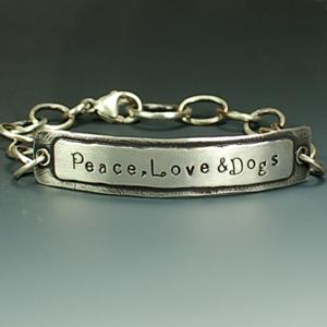 PeaceLoveanddogsidstampedbracelet300DSC_0362
