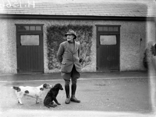 Vintage_photo_ireland_man_with_dogs
