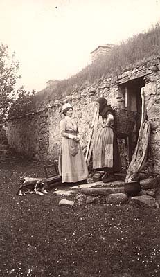 Vintage_irish_photo_nurse_talking_woman_dog