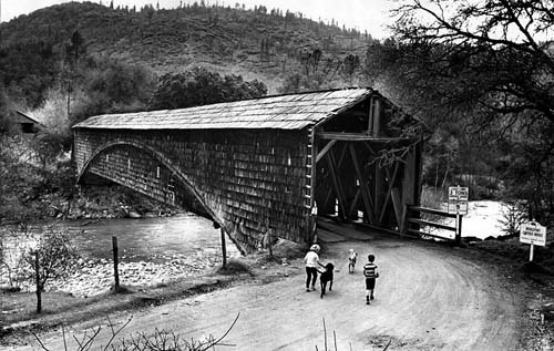Bridgeport_covered_bridge_photo
