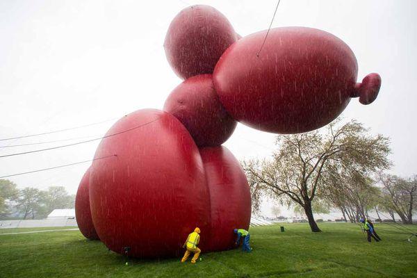 Paul-mccarthy-balloon-dog-fred-r-conrad-new-york-times