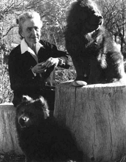 Georgie-okeeffe-and-her-two-chows