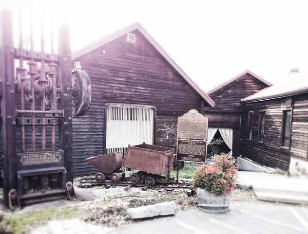 DANK-Miners-Foundry-Moira-McLaughlin-2015-600